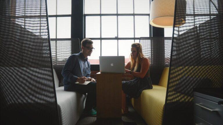 Podpora slovenskim podjetnicam za izboljšanje spletne pojavnosti